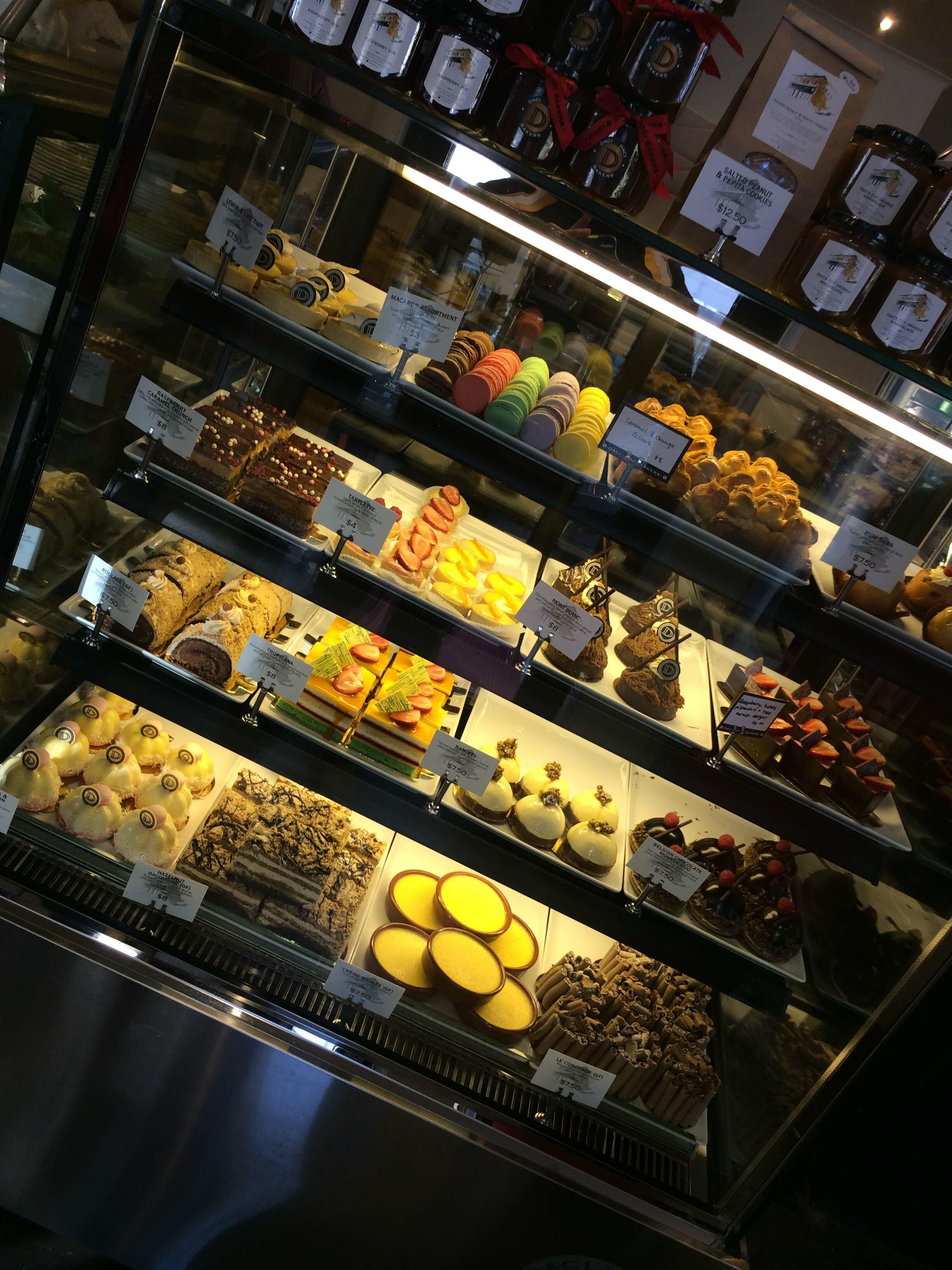 Daci Daci Cake Cabinet